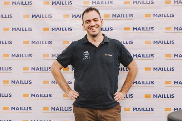 Maillis employee on a brand background